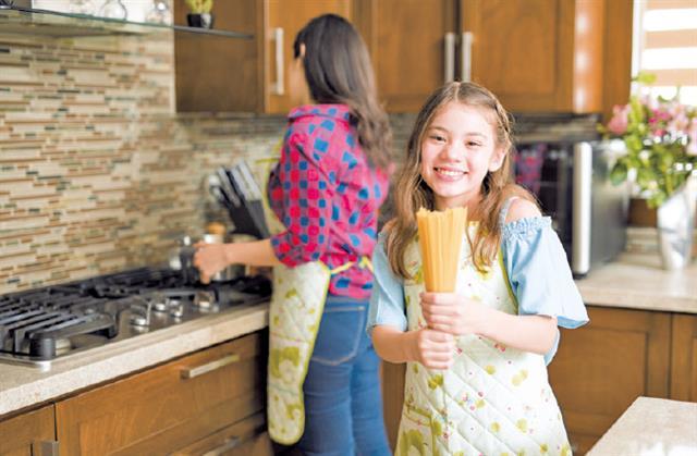 一道生動有趣的「鳥巢義大利麵」,孩子們覺得好玩又好吃,更重要的是也很營養。(Shutterstock)
