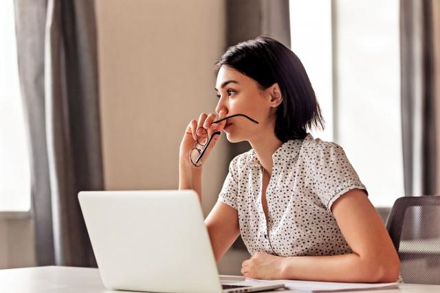 當覺察自己陷入焦慮時,應該如何自救,下列的6個自救方法,可以嘗試。(Shutterstock)
