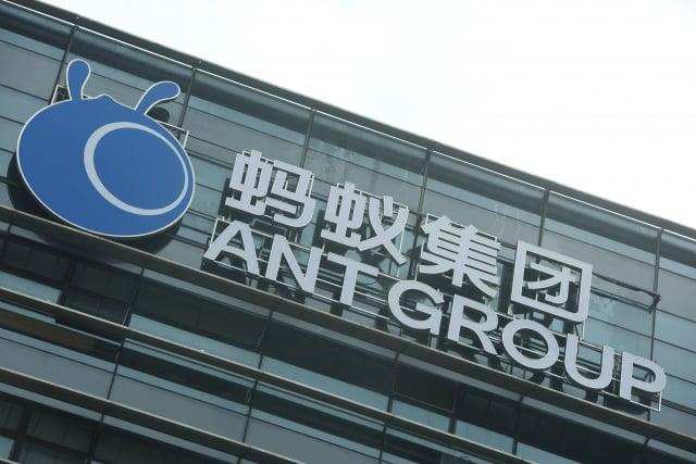 網易科技援引消息人士報導,馬雲旗下的螞蟻集團近日已將其所有的財新股份賣出。(STR/AFP via Getty Images)